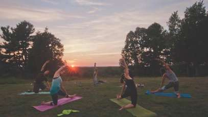 Outdoor yoga: How and why to do yoga in nature?